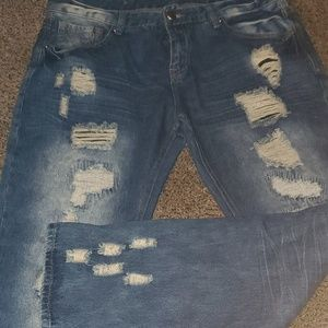 Distressed men's jeans